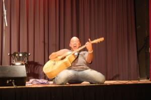 Michi Dietmayr - ganz tief auf der Bühne