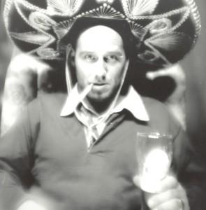 Michael Dietmayr mit Sombrero und Kippe